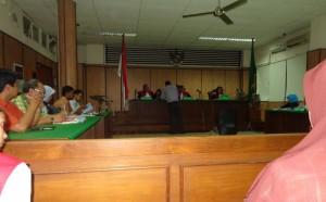 perempuan di pengadilan